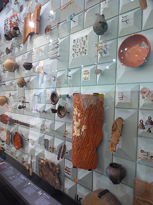 400 mithraeum wall of objects