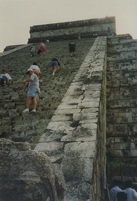 400 climbing el castillo chichen itza