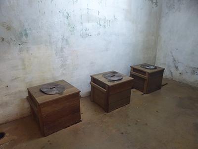 400 toilet room